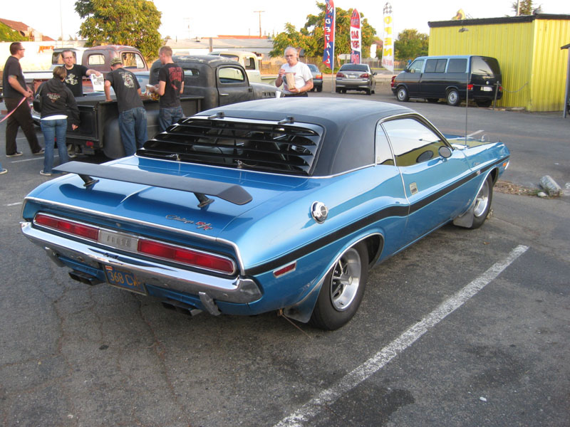 John's Burger – 1970 Dodge Challenger Night?